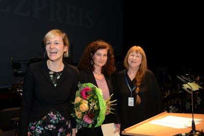 Ministerin Christina Kampmann, Annette Maye, Sidsel Endresen, Preisverleihung im Theater Münster am 29.1.2016, Foto: Lutz Voigtländer